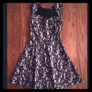Women's XS Lace short sleeve fit and flare dress